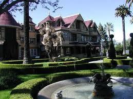 Una mansión misteriosa y embrujada