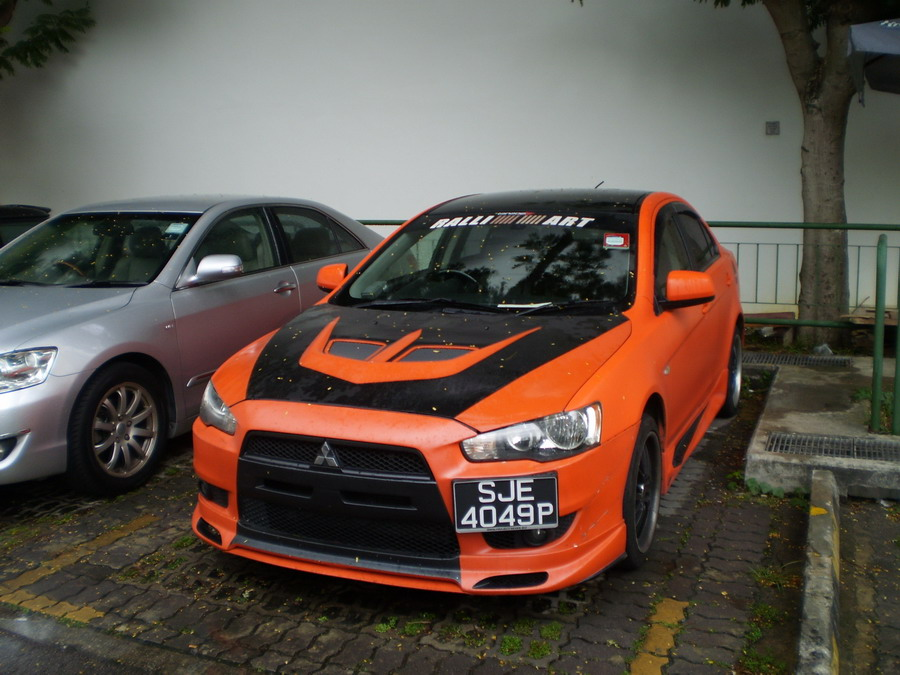 Modified Mitsubishi Lancer Ex in matte orange color. The matching of