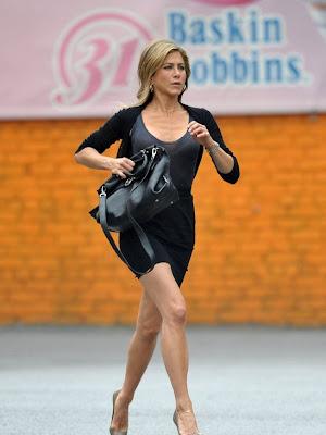 Jennifer Aniston In Hot Skirt For Celebrity Style