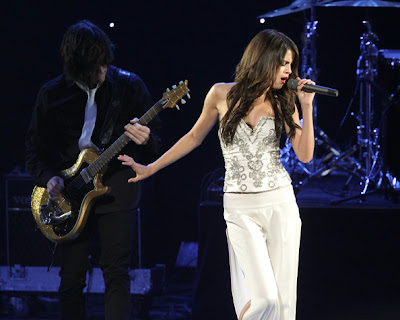 Selena Gomez Lovely In White Corset Top