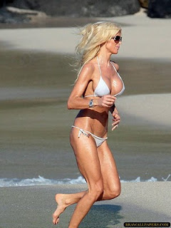 Victoria Silvstedt Show Her Hot Body In Tiny Bikini