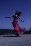 Danza oriental en plena Naturaleza,el contacto con los elementos