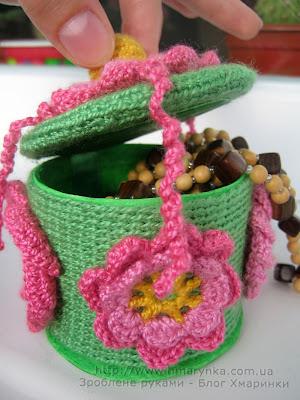 Зроблене руками квіткова бочечка з