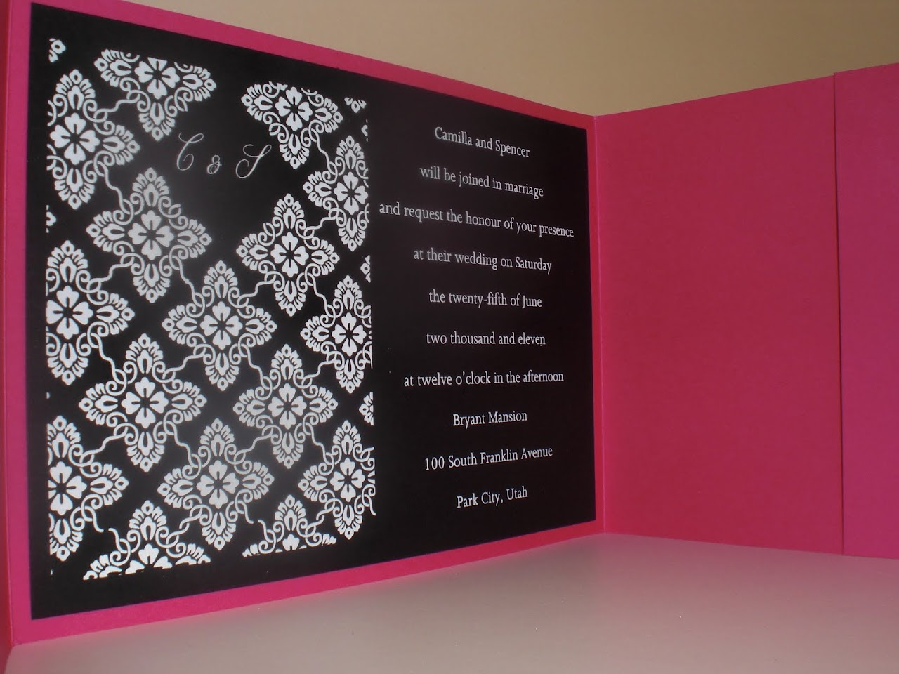 PaperHearts Invitation Studio: Is it possible to print on dark paper?