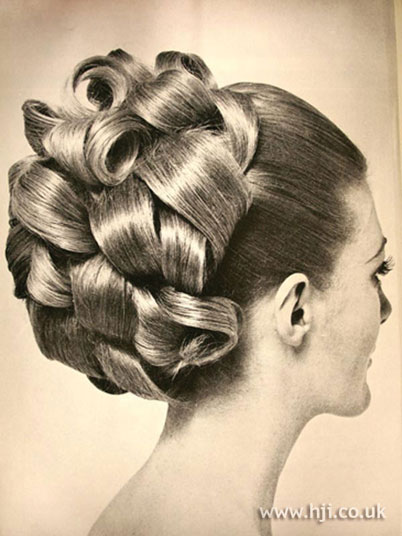 Tight Curl Updo Hairstyles 29