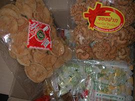 X2,20090810,泰國夫婦送的一箱糖果點心~吃到我嘴軟^_^