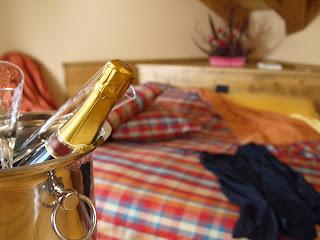 Egna champagneglas i bröllopspresent