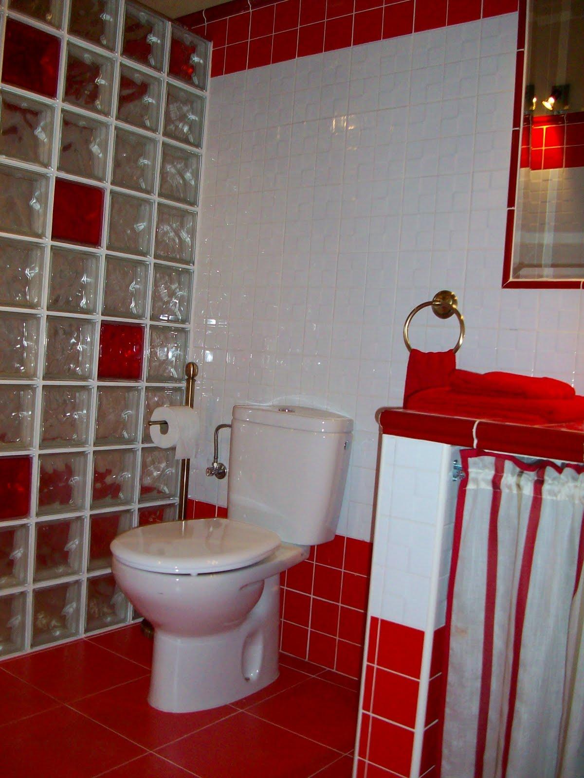 Baños Con Azulejos Rojos:El cuarto de baño rojo es mi favorito