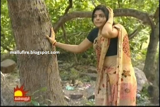 Actree From Tamil Nadu Showing Her Cute Navel Accidental Slip