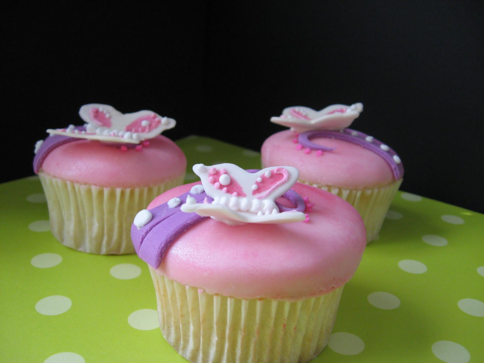 Butterfly Cupcake Images : Panambi Cakes: butterfly cupcakes