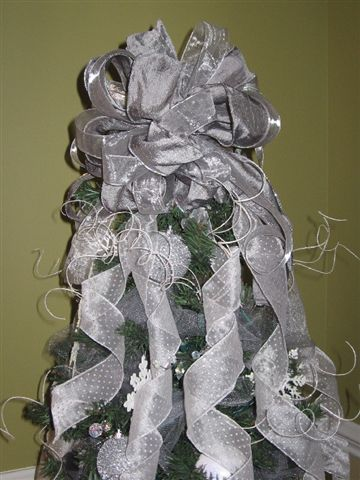 Melody WInter Elegance Tree Topper