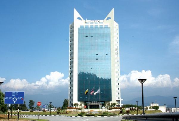 Bangunan yang tersergam di atas bukit.. di Bandar Meru Raya.. Bangunan ...