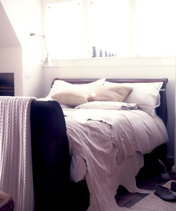 [bed]
