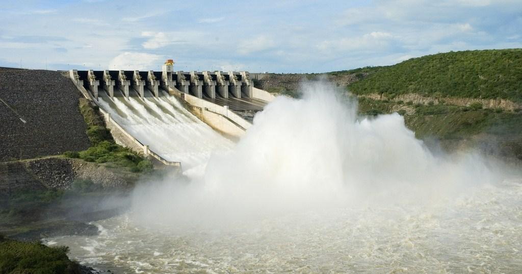 http://2.bp.blogspot.com/_MIi_T2YgbaA/S-q6AB99bTI/AAAAAAAAAEI/SbZIN0PwVkY/s1600/hidroeletrica.jpg
