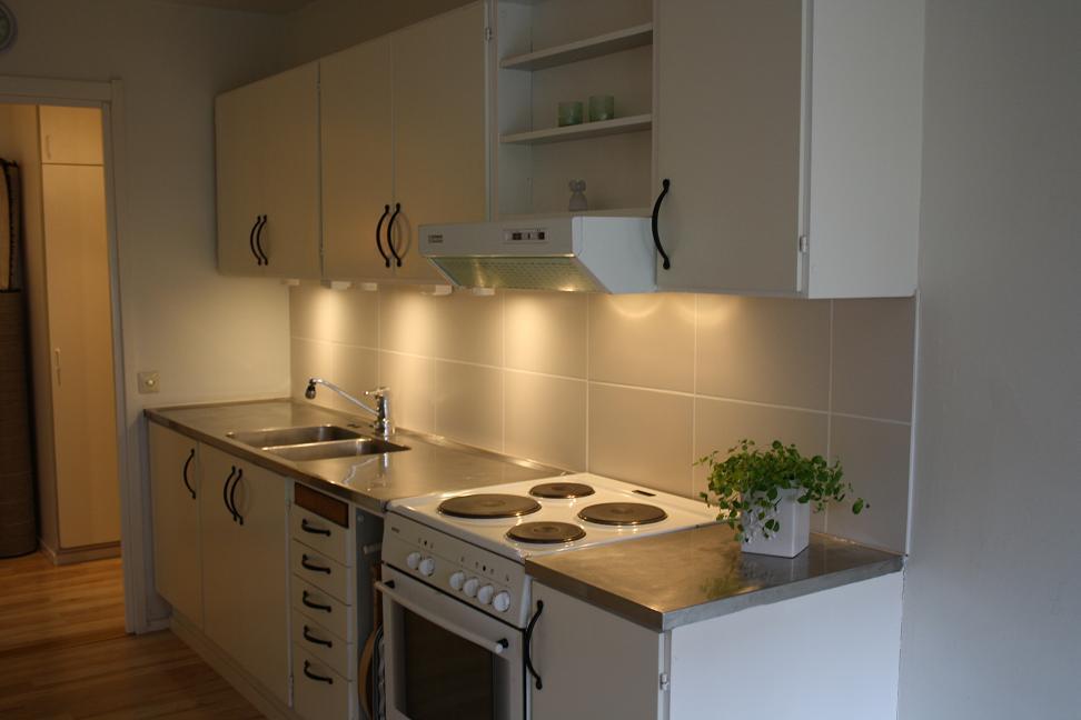 Vitt Kakel Kok Stora Plattor :  renovera koket i huset sen so blir det nog stora plattor dor med