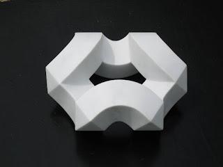 大理石の抽象彫刻 翁 Okina