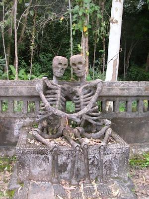 6 Patung Unik Di Asia [ www.BlogApaAja.com ]