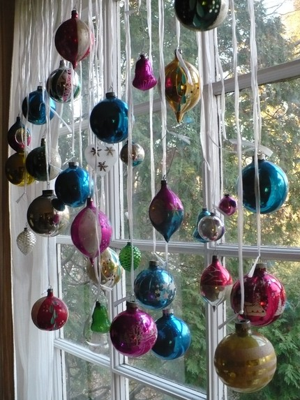... an awesome idea! I want to do this for our store window next year