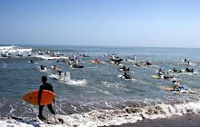 """""""Surfistas"""" y """"caballistas"""" : Festival del Mar, Huanchaco."""