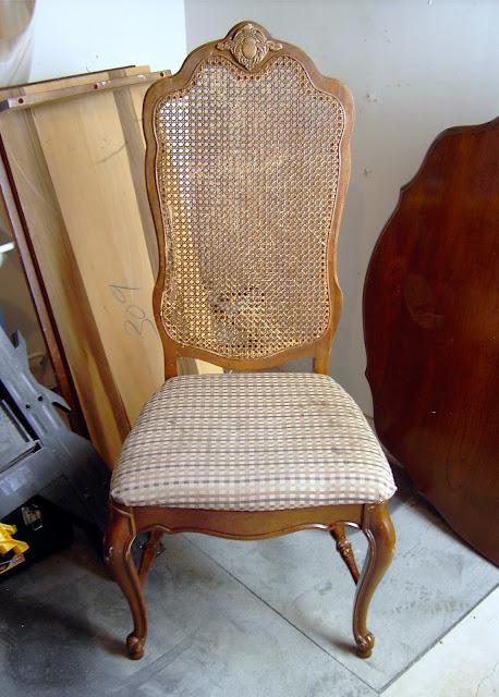 http://2.bp.blogspot.com/_MOpRlu-EaSs/TFOmn2aKu_I/AAAAAAAABD8/9InDVa_zrhY/s320/Cane+Back+Chair.jpg