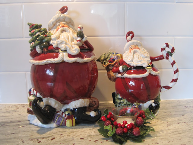 Natasha in Oz, Home Tour, Christmas decorating, Christmas, Christmas Cookie jar, Christmas Tea Pot