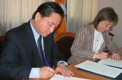 """Rios promulgo la ley """"china"""" en tiempo record"""