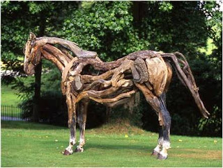 Cavalo de madeira no parque