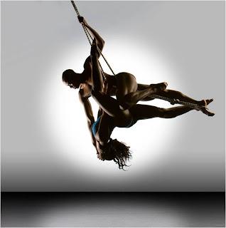 dupla de bailarinos na corda