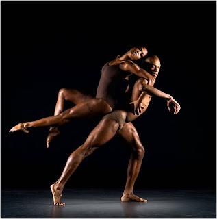 Movimento de dança a pares