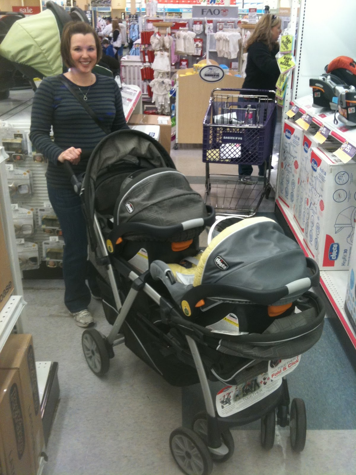 http://2.bp.blogspot.com/_MS4SfcHgjMY/TUf0OLLcfLI/AAAAAAAAACs/OEXXCYBM_PE/s1600/double+stroller.JPG