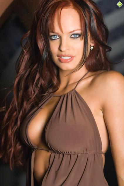 "La Hermosa TNA Knockout ""Christy Hemme"" ya se encuentra en Twitter,"