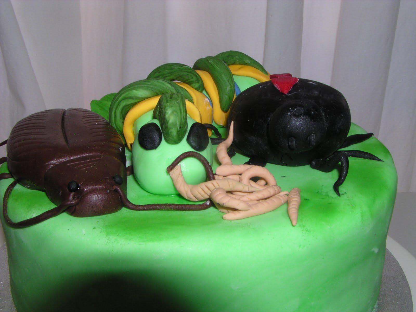 CAKE IT SWEET: Creepy Crawly Cake