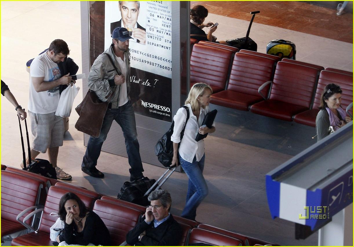 http://2.bp.blogspot.com/_MU5KF3Oh2hM/TAODq6_JW3I/AAAAAAAAAHo/I9J3pE7KpfI/s1600/gerard-butler-nice-airport-06.jpg