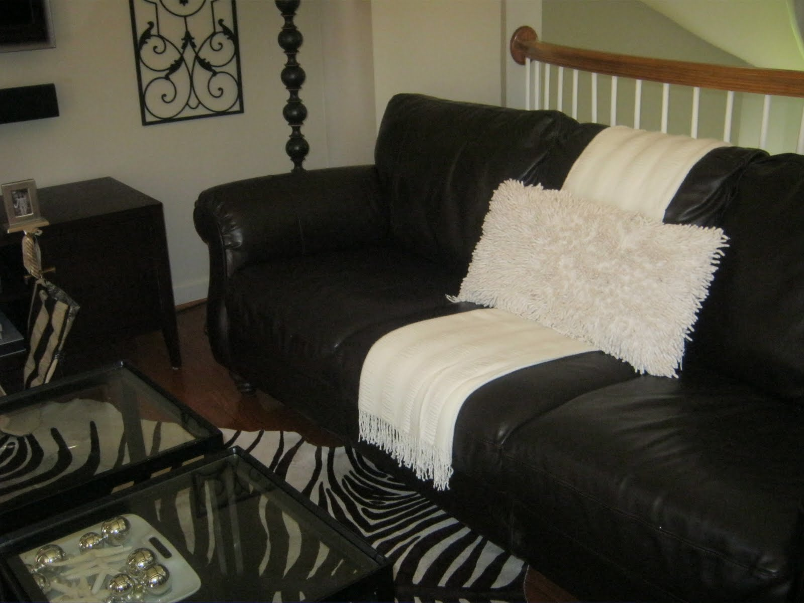 Throws for leather sofas thesofa Leather sofa throws