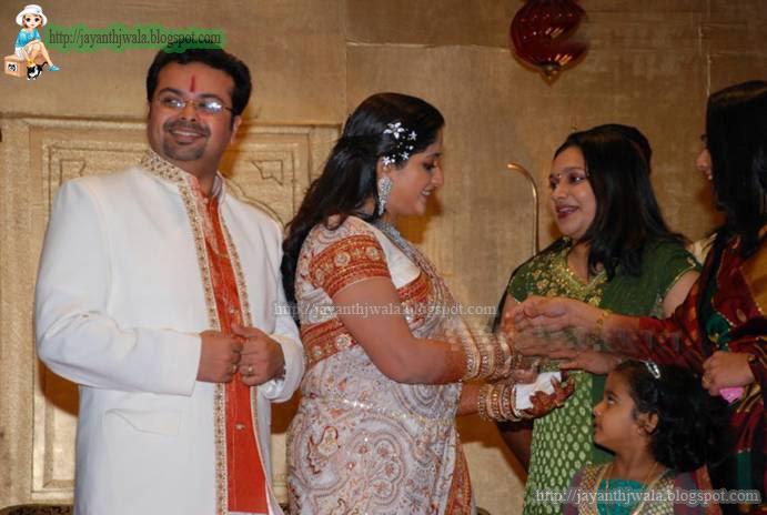 [Kavya+Marriage+Party+6.jpg]