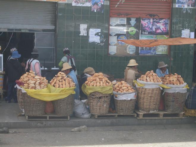Les vendeuses de pain à La Paz
