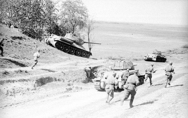 soldats soviétiques T-34+77
