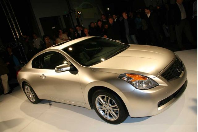Gentil Nissan Altima 2 Door Car