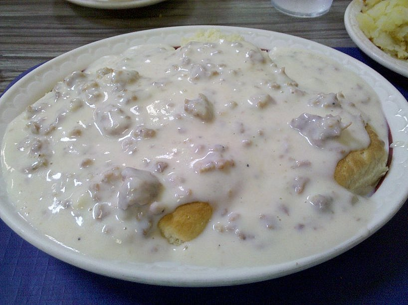 Biscuits_and_Sausage_Gravy.jpg