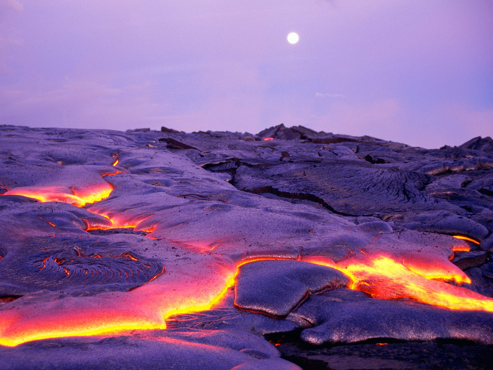 hawaii volcanoes national park The hawaiian islands were settled by polynesian migration beginning around the year 300 these people navigated the pacific ocean in large, double-hulled canoes and.