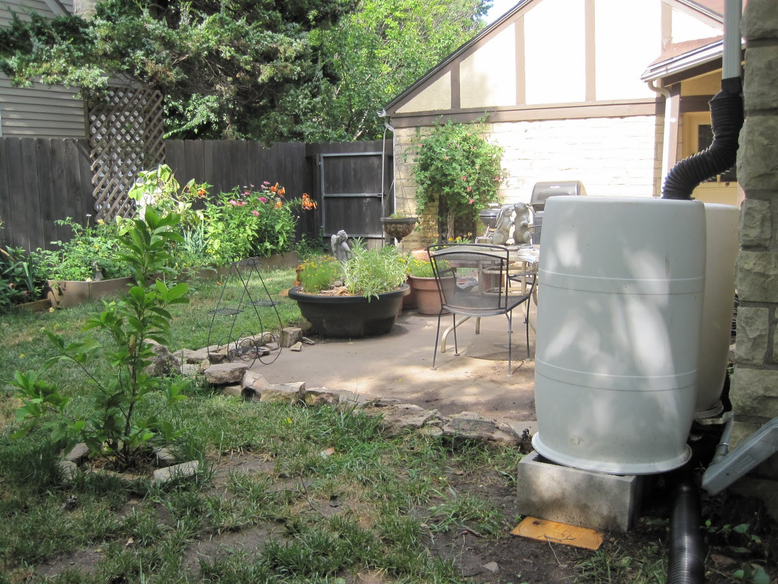 how to connect several rain barrels