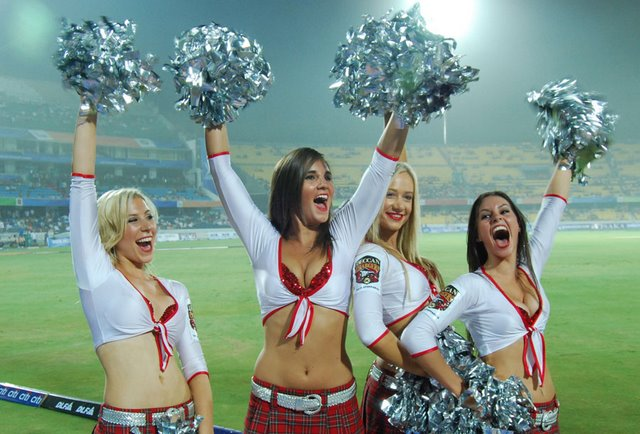 IPL Cheerleaders for Deccan Chargers Hyderabad, Cheerleaders Pictures Online