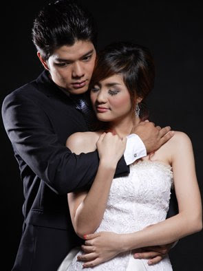sok somavatey and chea vannarith khmer stars in wedding dress