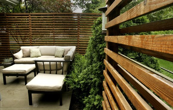 Le petit chateau don 39 t fence me in for Terrace fence