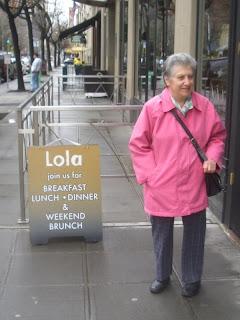 Lola sign + mum