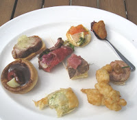 Tasting plate with eight bite-size nibbles