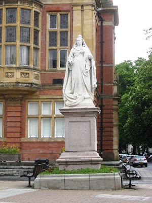 Statue of Queen Victoria outside Leamington Spa Town Hall
