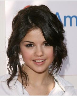 Selena Gomez Straight Brunette Hairstyle Selena Gomez Hairstyles Half-updos