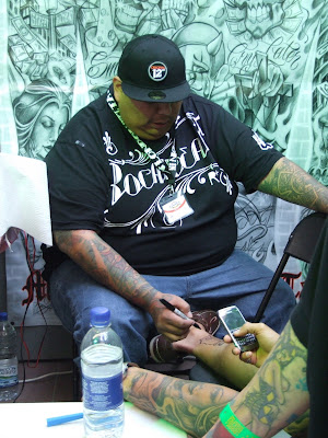 Boog Here's a few shots of various tattooists working on their customers