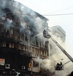 Kalbadevi Johari building caught fire
